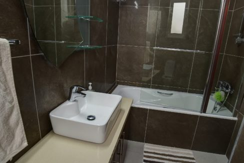 bathroomup4