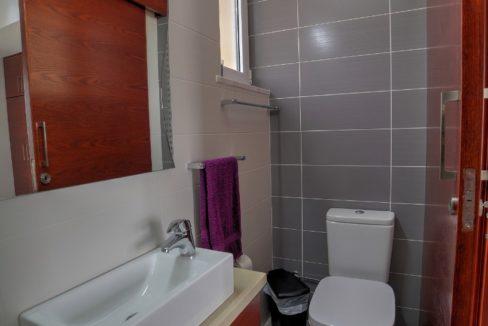 bathroomup6