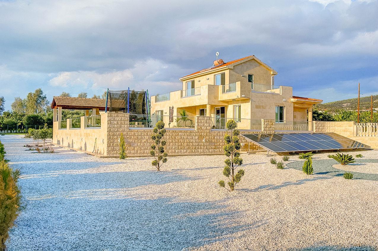 4 Bedrooms Beach Distance Classic Villa